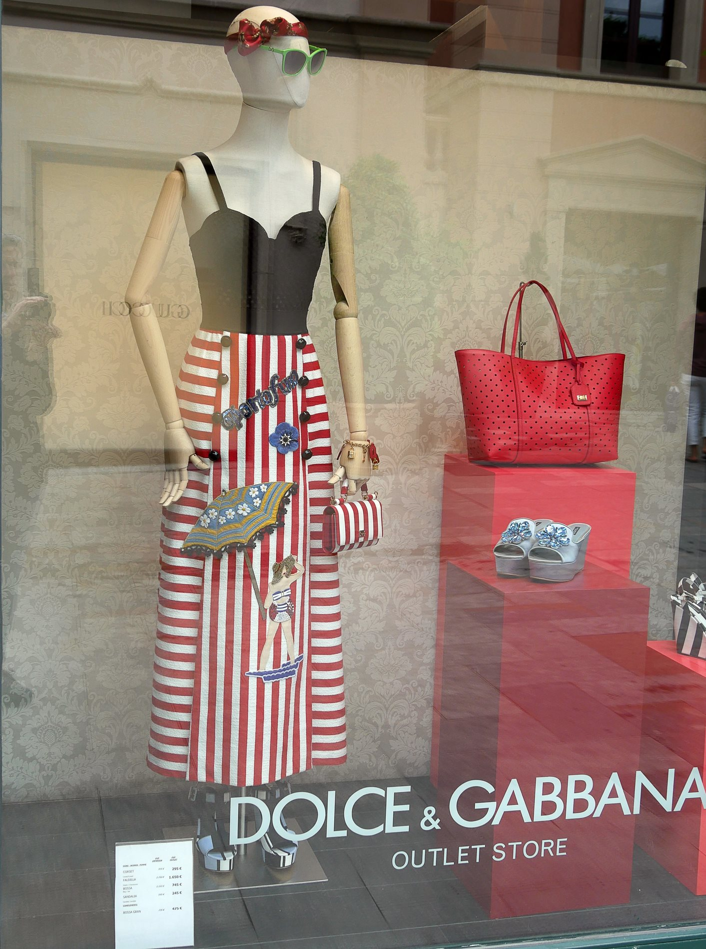 vitrine dolce gabbana roca village barcelone - juliesliberties